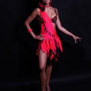 Efektowna sukienka do salsy z bogatym zdobieniem