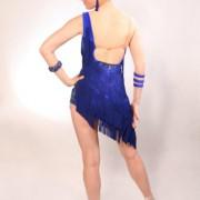 Sukienka do łaciny z asymetrycznymi frędzlami